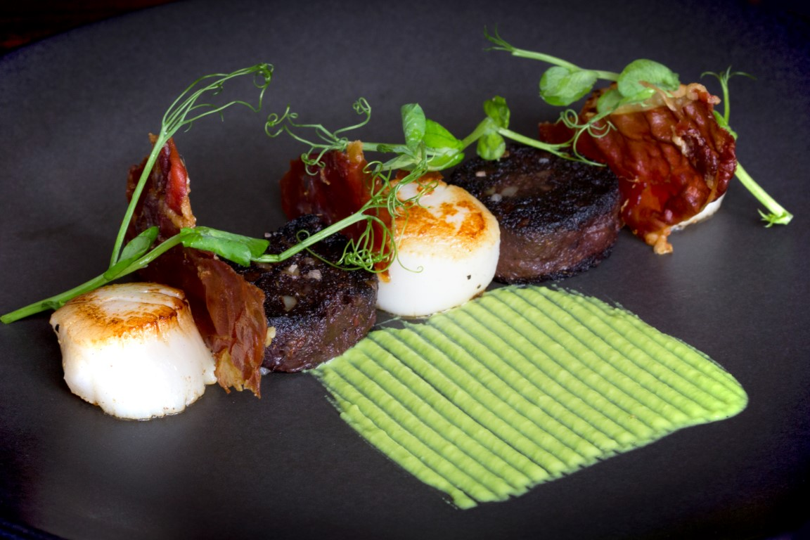 atlantic scallops, homemade blackpudding, ham crisp, pea puree